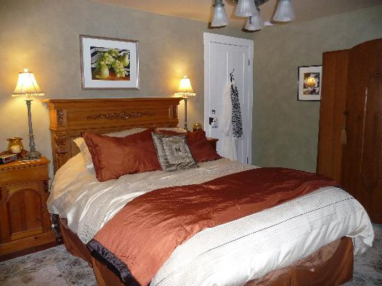 Copper Dreams Bed and Breakfast: Nutmeg Room