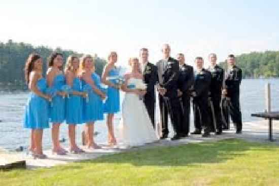 Dunham's Bay Resort: Wedding Party in front of the Lake.