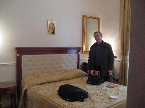 Hotel Villa Pinciana : Our room