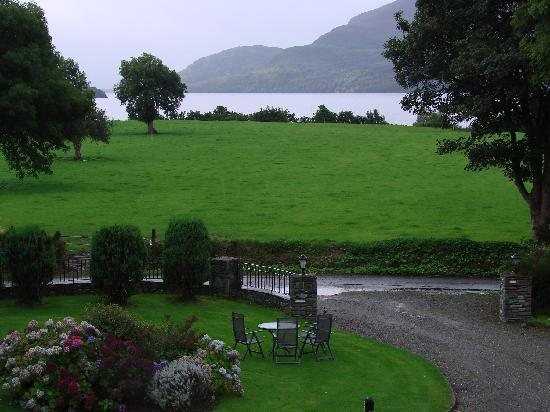 Loch Lein Country House: Our room view settling in the evening...lovely!
