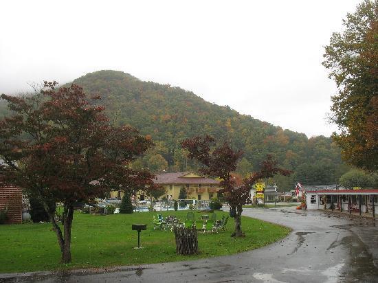 A Holiday Motel: Holiday Motel view