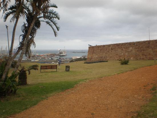 The Beach Hotel: Fort Frederick, overlooking Port Elizabeth Harbour