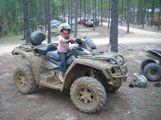 Winnsboro, Carolina del Sur: Muddy at Carolina Adventure World