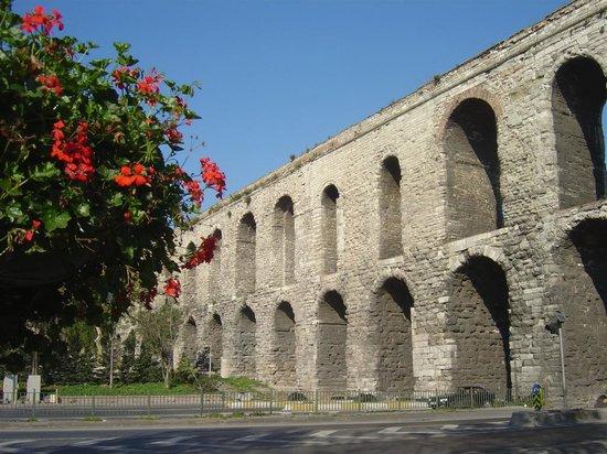 Valens Aqueduct (Bozdogan Kemeri)