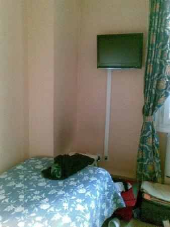 Hotel des Quatre Dauphins: Bed