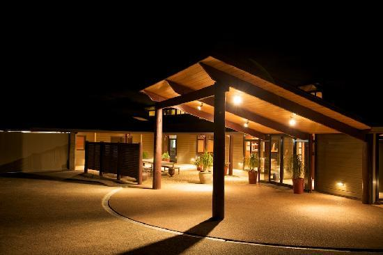 ‪‪Te Whau Lodge‬: Te Whau At Night‬