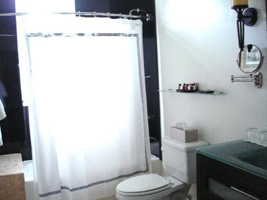 The King's Daughters Inn: Trinity Suite bathroom