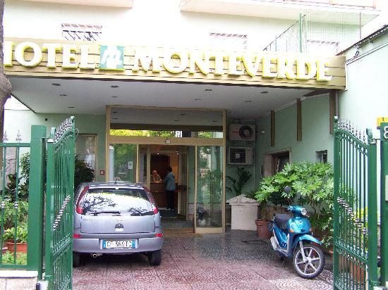 Hotel Monteverde & Austria: Front entrance