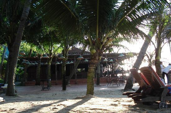 Oriental Pearl Beach Resort: restaurant de plage