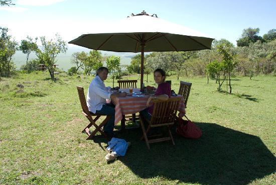 Mara Siria Camp: frühstück- nicht bei tiffanys, sondern mitten im naturpark