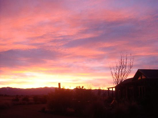 Mountain Range Boutique Lodge: Sunset over the lodge