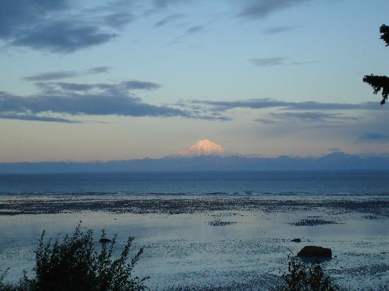 Alaskan Sunset Cabins: Mt Redoubt from the Chisik