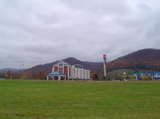 Mountain Inn & Suites: Fall in Erwin