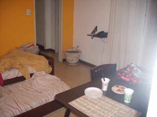Hotel Milan: Comedor/habitacion el sillon era una cama marinera para los niños