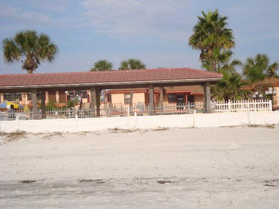 North Redington Beach, Flórida: view of the motel from beach