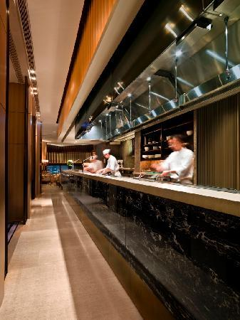 The Upper House: Cafe Gray Deluxe - open kitchen