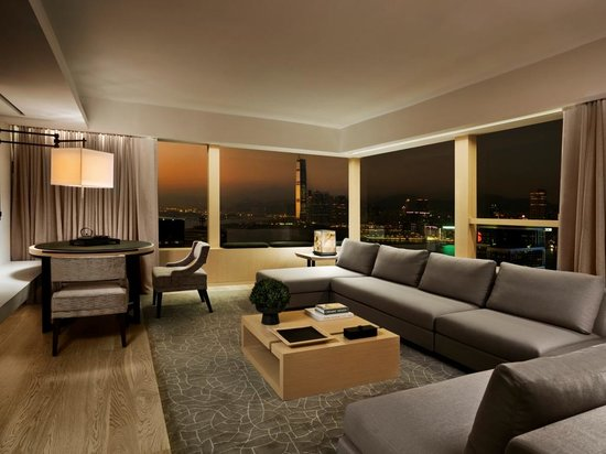 The Upper House: Upper Suite night view