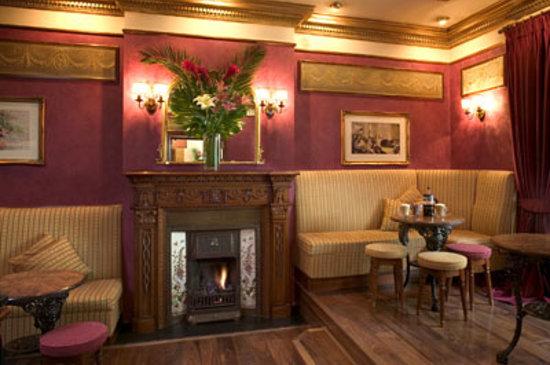 Eden Bar & Restaurant - Lounge Area