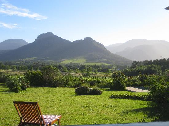 Cape Vue Guest House: View from backyard