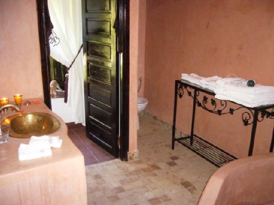 Dar El Douar: salle de bain en Tadelak