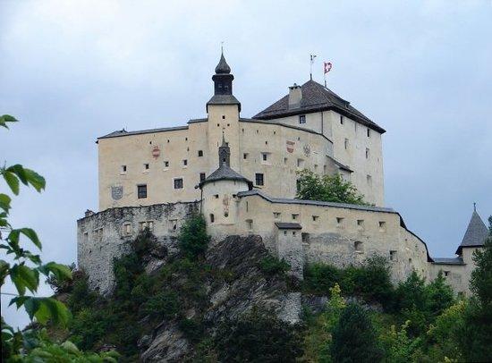 Schloss Tarasp: Switzerland Tarasp castle, built in 1040