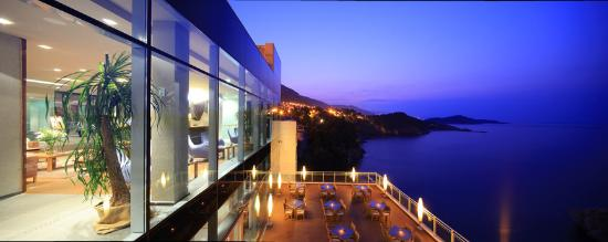 Hotel Bellevue Dubrovnik: Hotel Bellevue - view from the terrace