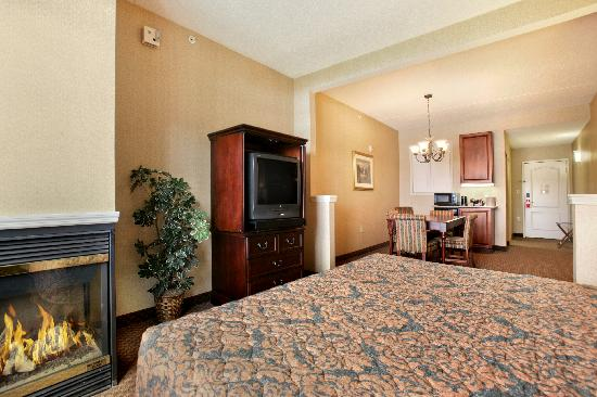 Fort William Henry Hotel and Conference Center: Grand Hotel - Fireplace Suite