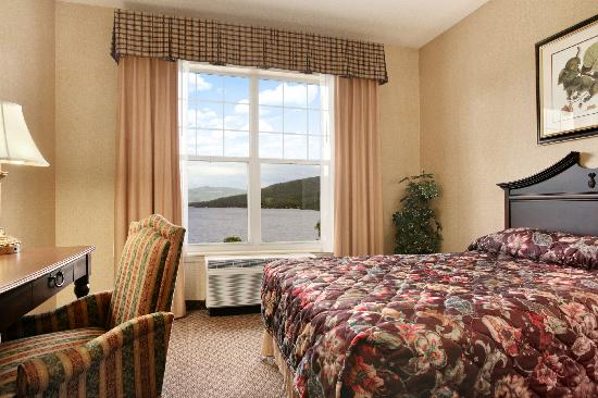 Fort William Henry Hotel and Conference Center: Grand Hotel - Lake View Room