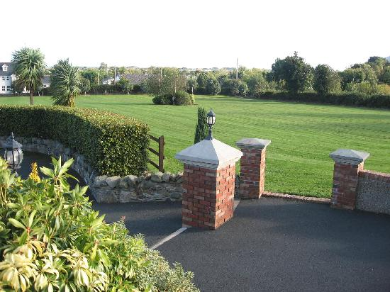 Newcastle Country Cottages: Spacious grounds