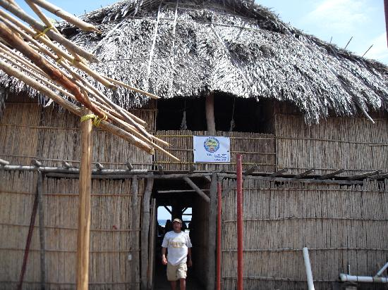 Anbabnega Lodge: vista frontal del hotel
