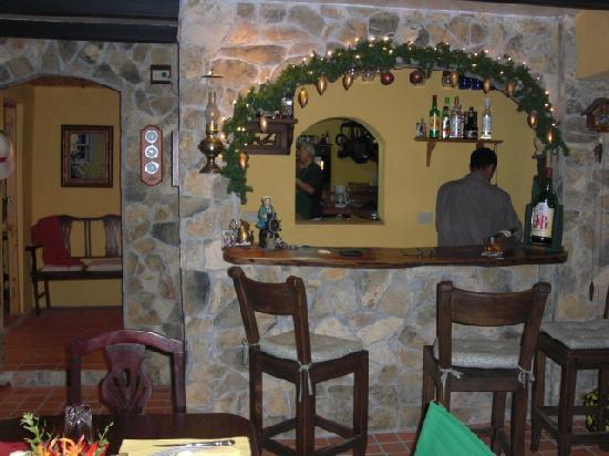 Casa Di Pietra: El Bar