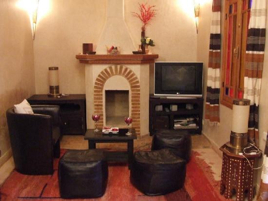 Riad Awinati : Salon cheminée