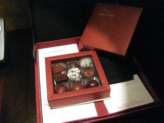 Buddha-Bar Hotel Prague: Special day. Hotel director gave some chocs