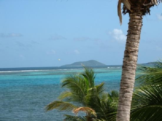 Sugar Beach Condo Resort: View from condo to beach