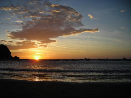 Casa Familia Castro: Sunset on the Beach