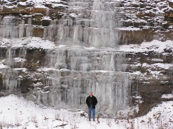 ‪‪Ashland‬, ‪Kentucky‬: Ice waterfall. Russell, KY. 1-05‬