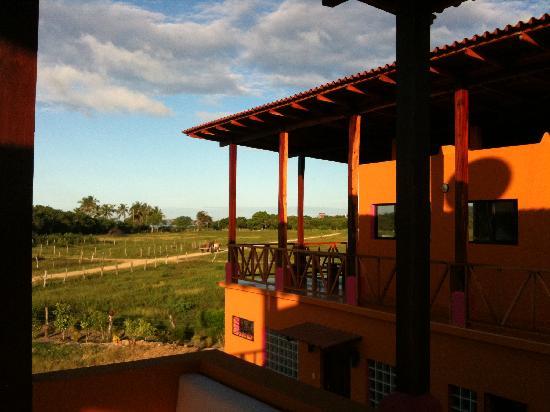 Buena Onda Beach Resort: Morning view from the patio.