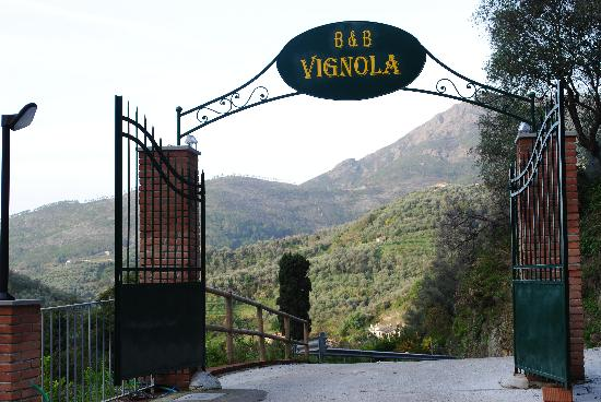 B&B Vignola: Looking out the entrance