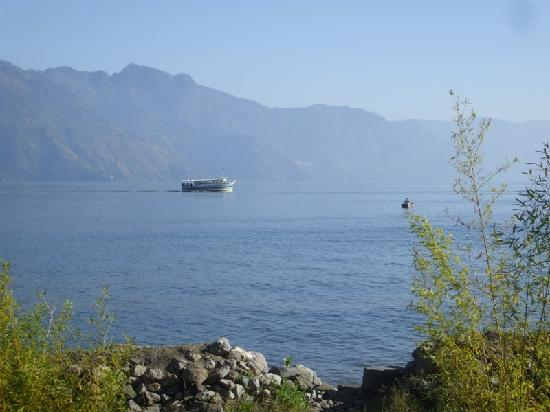 Casa Lobo Bungalows: The ferry to Santiago passing by