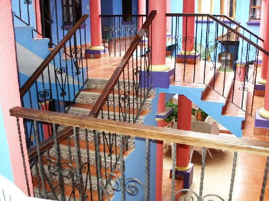 Hotel Posada Tepeyac: Center of Hotel that the rooms look out on to
