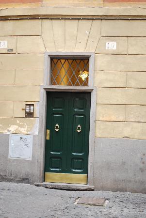 อิมพีเรียมสวีตโนวานา: Front Door to get into the Hotel