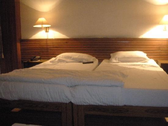 Hotel Samrat: my bed
