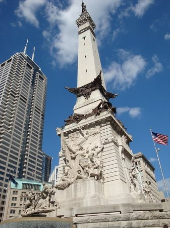 Colonel Eli Lilly Civil War Museum - Soldiers & Sailors Monument: It's like a postcard.