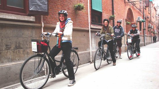 China Cycle Tours: American students on a CCT's day bicycle tour through French Concession, Shanghai
