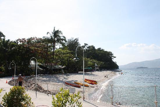 Camayan Beach Resort and Hotel: Beach Area