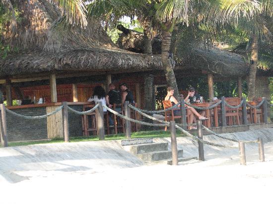 อัพไพร้ซ์ซิ่งบีชรีสอร์ท: The beach bar