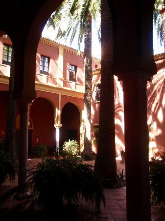 El Bulli Hotel - Hacienda Benazuza: Patio