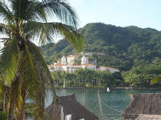 Hoya Del Mar: Grand Bay Hotel across bay