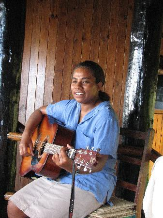 Takalana Bay Resort: Staff provided dinner and breakfast music