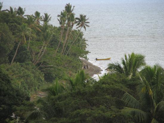 Takalana Bay Resort: View toward the ocen from the resort